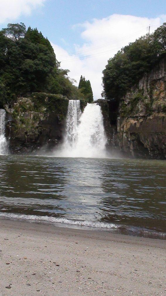 沈堕の滝 雌滝と波打ち際